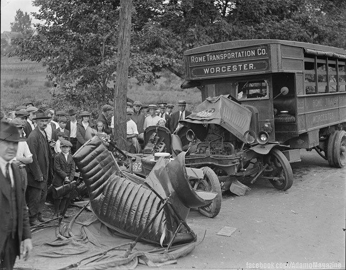 Xem ảnh ô tô cổ gặp...tai nạn (1)