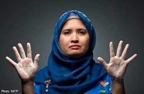 Người phụ nữ rửa tay 300 lần/ngày