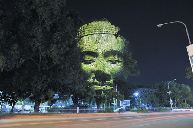 Kinh ngạc tượng 3D từ...cây và ánh sáng | Chuyện lạ (7)