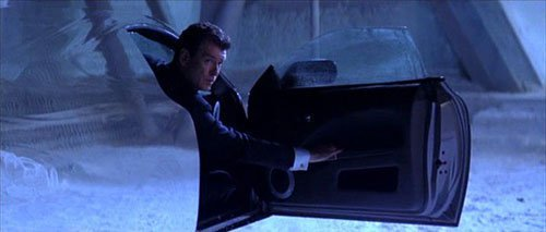 Xe tàng hình trong phim James Bond. Ảnh: Twentieth Century Fox.