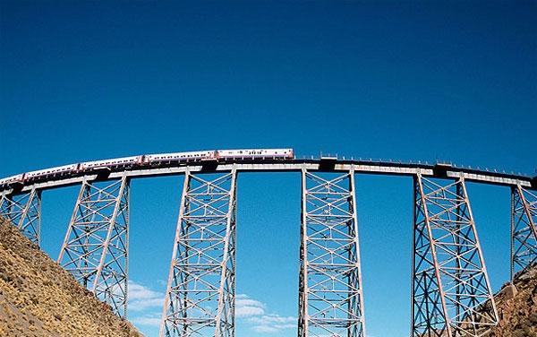 Được hoàn thành từ năm 1932, 'đường tàu trên mây' của Argentina là hành trình bằng tàu hỏa thú vị nhất ở Nam Mỹ