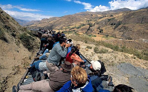 Được mệnh danh là 'Mũi quỷ', đường ray Nariz de Diablo ở Ecuador, đi từ vùng Alausi sang vùng Palmira có hàng trăm km đèo núi