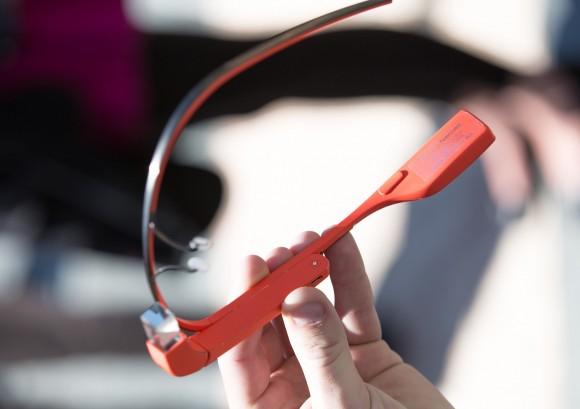 Google Glass Sử Dụng Tai Nghe Truyền Âm Bằng Xương