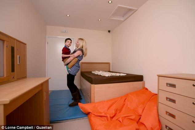 """Căn phòng ngủ mới """"không thể ăn"""" của cậu bé Jach."""
