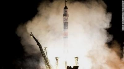 Tàu không gian TMA-08m Soyuz được phóng khỏi mặt đất tại Kazkhstan trong chuyến bay nhanh nhất lịch sử vào sáng sớm ngày