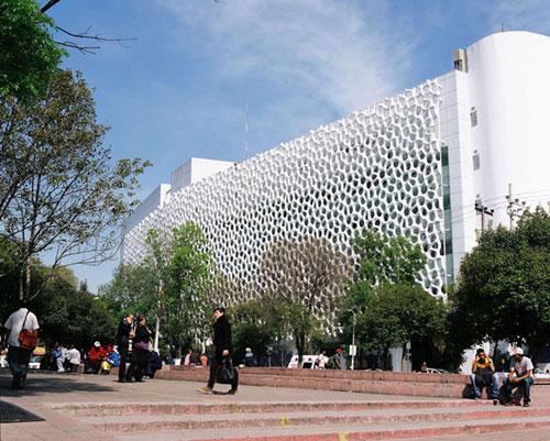 Mặt tiền tòa nhà có cấu trúc đặc biệt tại Mexico City - Ảnh: Elegant Embellishments