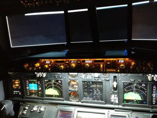 Tạo buồng lái máy bay ảo ngay trong...phòng  ngủ