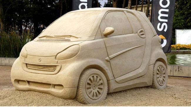 những chiếc ô tô được làm từ cát