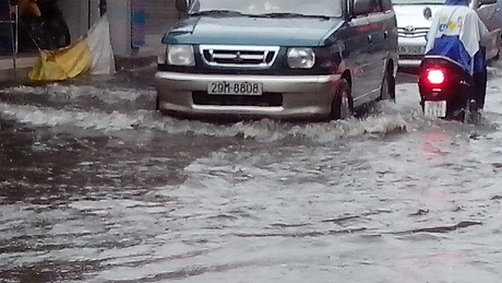 Cơ quan khí tượng cảnh báo lũ lụt trên phố Hà Nội Ngập nặng trên phố Định Công