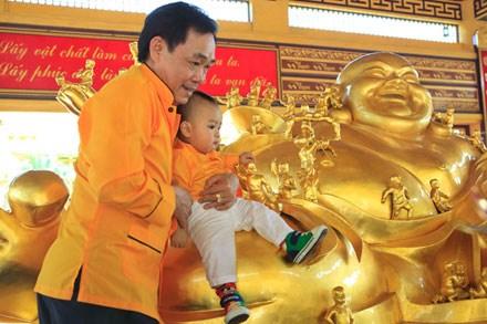Cha con ông Huỳnh Uy Dũng - Huỳnh Hằng Hữu