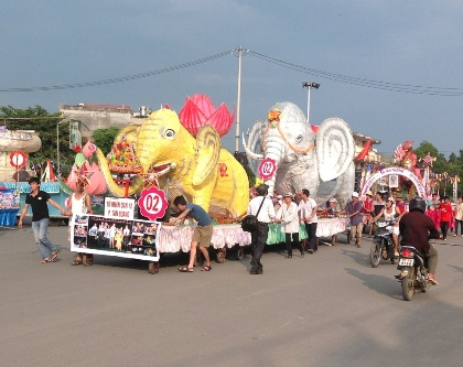 Công tác chuẩn bị cho chương trình đêm hội thành Tuyên đang diễn ra khẩn trương.