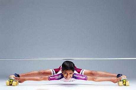 Cậu bé 7 tuổi người Ấn Độ Rohan Kokane lập kỷ lục trượt pa-tanh ở tư thế người thấp nhất so với mặt đất. Kokane có thể trượt pa-tanh với quãng đường 10 m trong khi cơ người chỉ cách mặt đất 25cm.