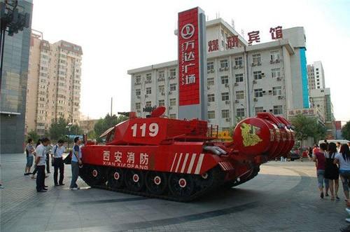 Các kỹ sư Trung Quốc và Cộng hòa Séc đã dùng phần thân xe tăng T-55 của Nga và SPOT-55 của Séc để chế tạo xe chữa cháy bọc thép