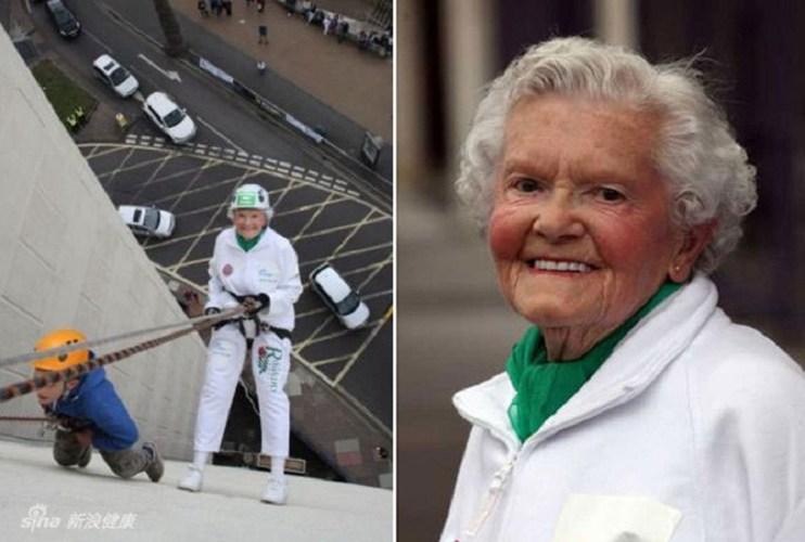 Bà Dorris 99 tuổi đã trượt từ một tòa nhà cao tầng 110feet (khoảng 33,5 mét) xuống đất chỉ bằng 1 sợi dây thừng.