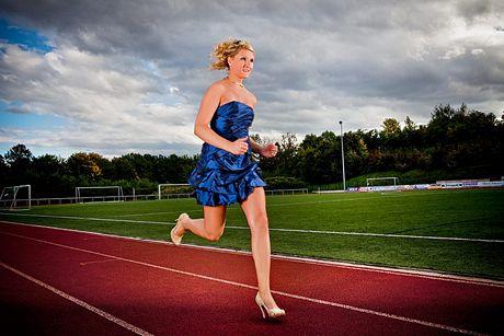 Julia Plecher, người Đức, chạy nhanh nhất trên giày cao gót ở cự ly 100 m.