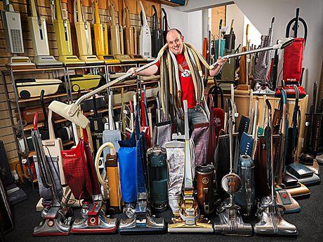 James Brown, 33 tuổi, ở Nottingham, Anh sở hữu nhiều máy hút bụi nhất với 322 chiếc các loại.