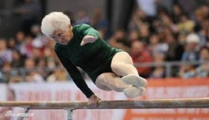 Còn đây là saxony - một thí sinh 86 tuổi tính nguyện tham gia cuộc thi thể dục dụng cụ ở Đức