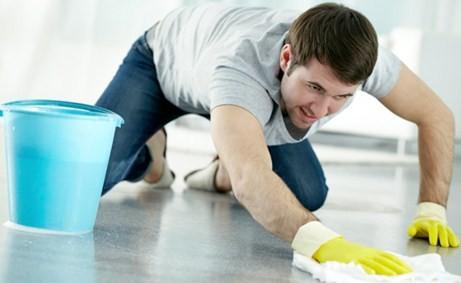 Gần 50% đàn ông Anh cho rằng họ nên làm việc nhà. Ảnh: blogspot.com.