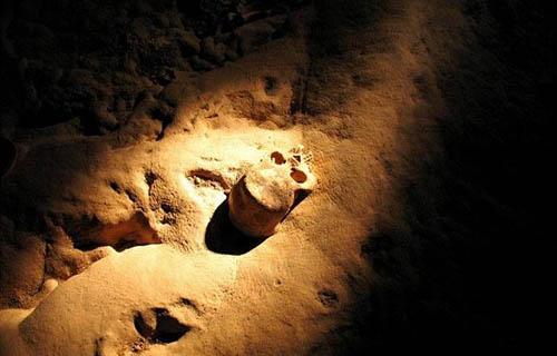 Một hang động ở Belize, Trung Mỹ, được gọi là hang địa ngục với nhiều bộ xương bí ẩn có thể phát sáng.