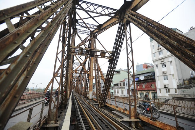 Trên cầu Long Biên. Ảnh: Giang Huy