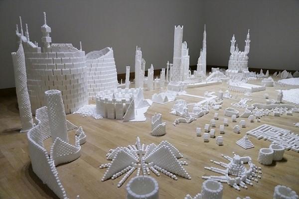 Thành phố màu trắng thú vị được làm từ 500 nghìn viên đường