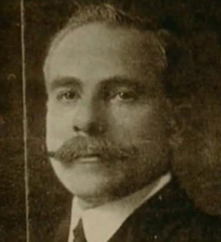 Chuyên gia ướp xác Alfredo Salafia