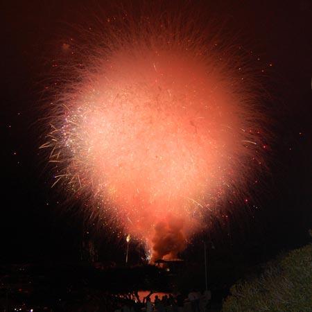 Kết quả phát nổ cùng lúc của toàn bộ số pháo hoa đáng lẽ dùng cho việc bắn trình diễn trong 20 phút. Sự cố xảy ra do sơ xuất ở San Diego, Mỹ năm 2012.