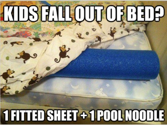 Chèn giường bằng một chiếc mút giúp trẻ không bị ngã khỏi giường khi ngủ