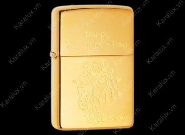 Zippo mạ vàng theo yêu cầu giá khoảng 2,5 triệu đồng mỗi chiếc