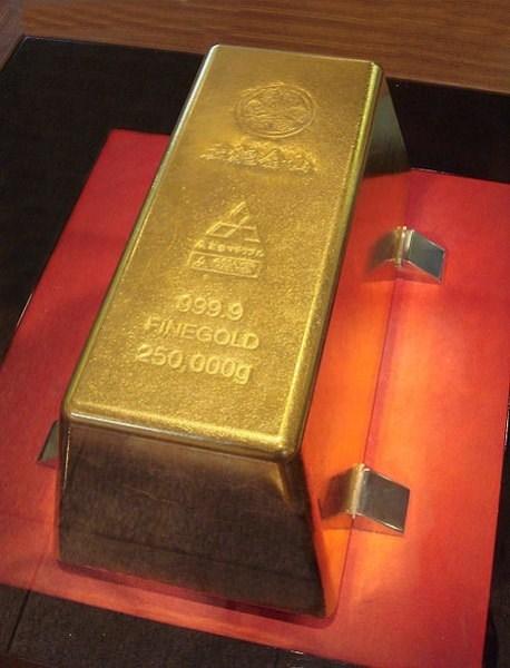 Thỏi vàng lớn nhất nặng 250kg.