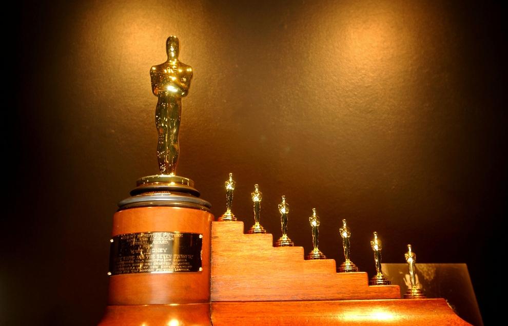 Phần thưởng cho bộ phim Bạch Tuyết và bảy chú lùn khi đoạt giải Oscar là một bức tượng đúng kích cỡ và 7 bức tượng tí hon khác.