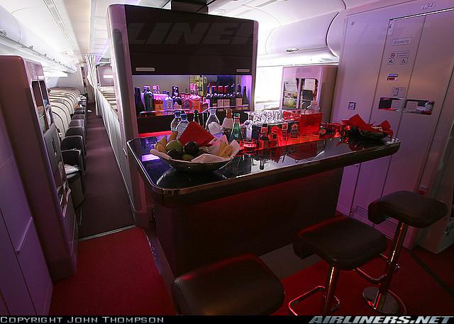 Quầy rượu trên máy bay
