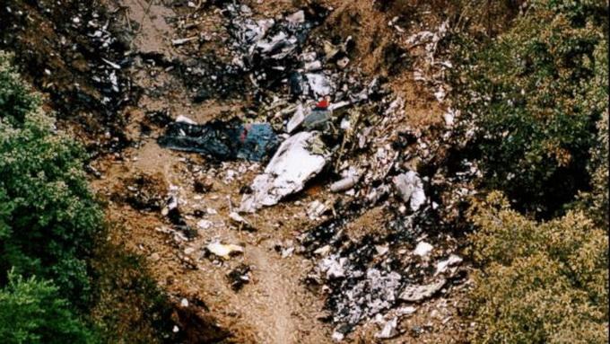 Hiện trường vụ rơi máy bay Boeing 737-3B7 - Ảnh: ABC Newsh: CNN