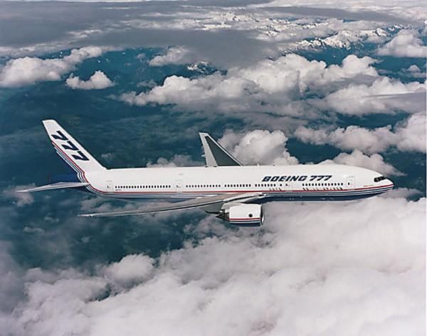 Cánh của những chiếc Boeing 777 được thiết kế tối ưu và tiên tiến nhất về mặt khí động học, giúp nó đạt độ cao và tốc độ nhanh hơn hẳn so với các đối thủ.
