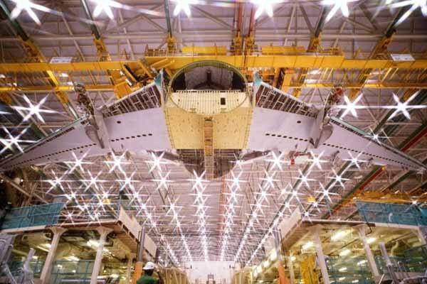 """""""Chuyến bay"""" đầu tiên của mỗi chiếc 777 là trong nhà máy lắp ráp của Boeing tại Everett, Washington – nhà máy thuộc loại lớn nhất thế giới."""