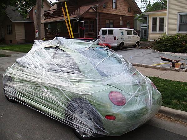 Hoặc là bọc xe của họ lại như thế này.