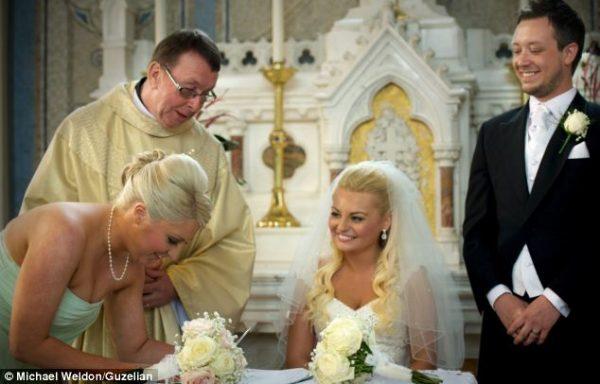 Video của Cha Ray Kelly hát tại đám cưới của Chris và Leah O'Kane đã được xem 20 triệu lần trên Youtube