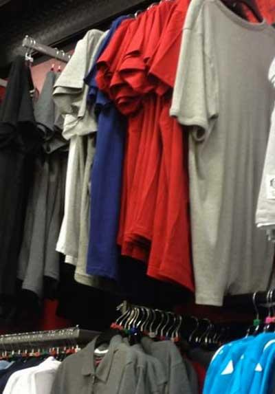 Hình như có khuôn mặt ẩn sau những chiếc áo