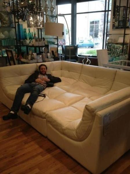 Chiếc sofa này rộng quá