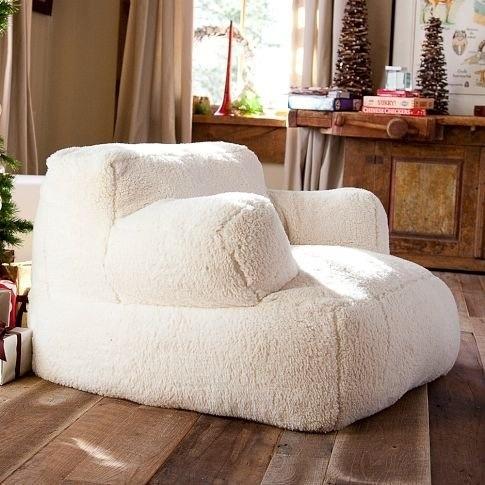 Chiếc ghế đệm có hình dáng giống như viên kẹo dẻo