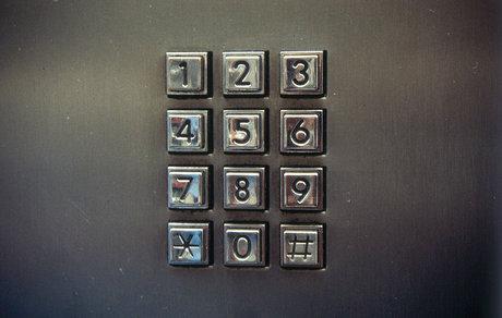 số điện thoại khẩn cấp: gọi cảnh sát (113), cứu hỏa (114), cứu thương (115) ở Việt Nam.