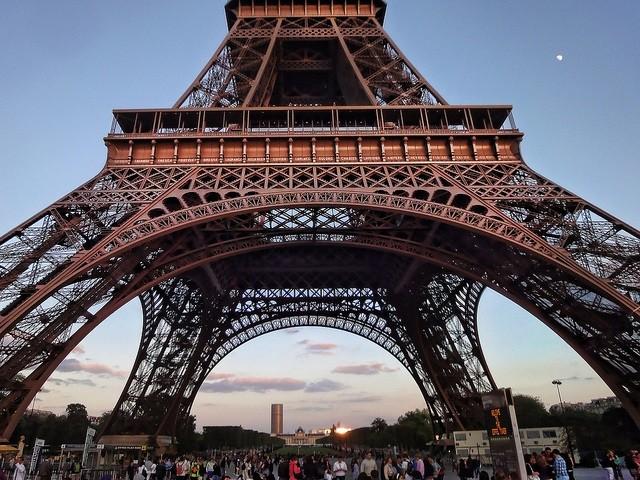 Ban đầu, biểu tượng Paris được sơn màu vàng