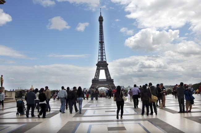 Tháp Eiffel thu hút khoảng 7 triệu lượt khách du lịch mỗi năm