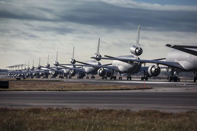 Một cuộc trình diễn Voi đi bộ cực kỳ hoành tráng của các máy bay tiếp dầu KC-10, KC-135 và máy bay vận tải hạng nặng C-17