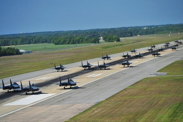 Ngày 16/4/2012, 70 chiến đấu cơ F-15E từ 4 đội bay 333, 334, 335 và 336 thuộc phi đội chiến đấu số 4 dàn hàng ngang diễu hành như những con voi sắt dạo bước trên đường băng. Sau khi diễu hành một vòng quanh đường băng, 70 chiếc máy bay F-15E đều thực hiện tung cánh lên bầu trời trong một bài tập huấn luyện. Đây cũng là chuyến bay đánh dấu lịch sử lễ kỷ niệm chiến thắng lần thứ 67 của phi đội bay thứ tư trên bầu trời Luftwaffe