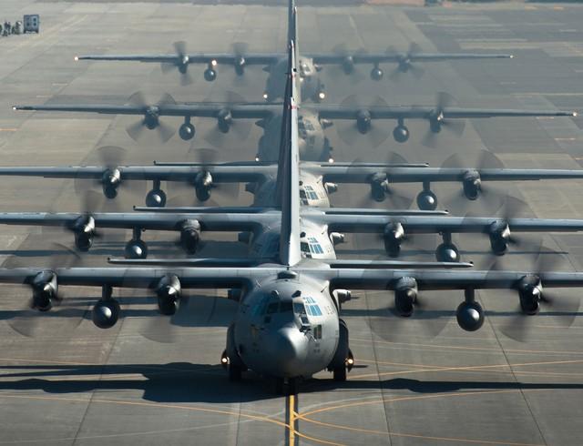 Một cuộc diễu binh Voi đi bộ quy mô nhỏ của 5 chiếc C-130