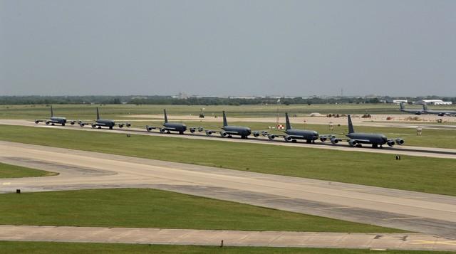 """Không quân Mỹ với màn trình diễn """"Voi đi bộ"""" cực kỳ hoành tráng"""