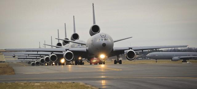 Máy bay tiếp dầu KC-10
