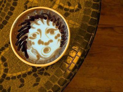 Độc đáo nghệ thuật vẽ tranh trên tách cà phê