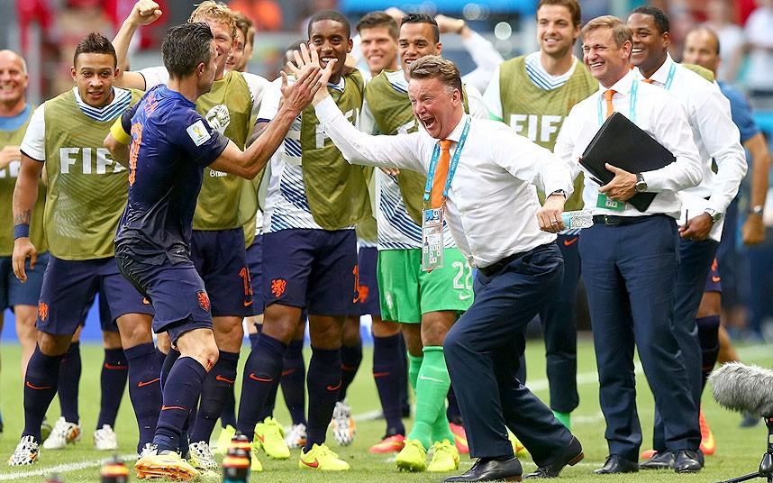 Thắng Tây Ban Nha trong trận mở màn, tuyển Hà Lan thêm hy vọng đoạt chức vô địch World Cup 2014, còn lúc này đây họ đã là quán quân về số người dùng Internet - Ảnh: Telegraph